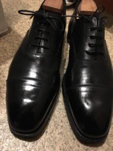 鏡面磨き、ハイシャインで磨いたピカピカの革靴